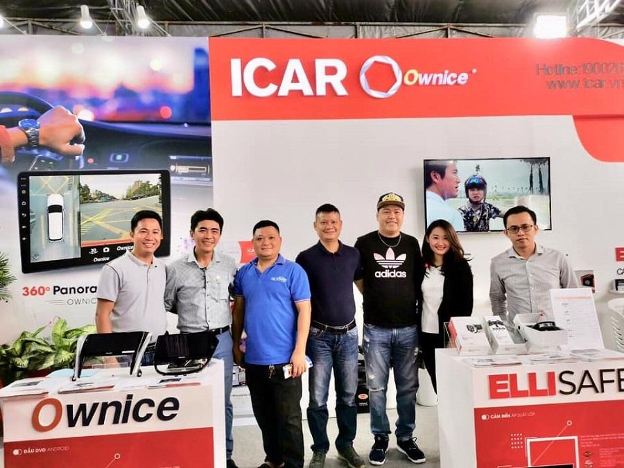Anh em hội Elantra đến thăm gian hàng của ICAR tại Triển lãm