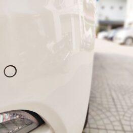 Hình ảnh thực tế Mắt cảm biến lùi màu trắng kiểu Zin OE lắp trên xe ô tô