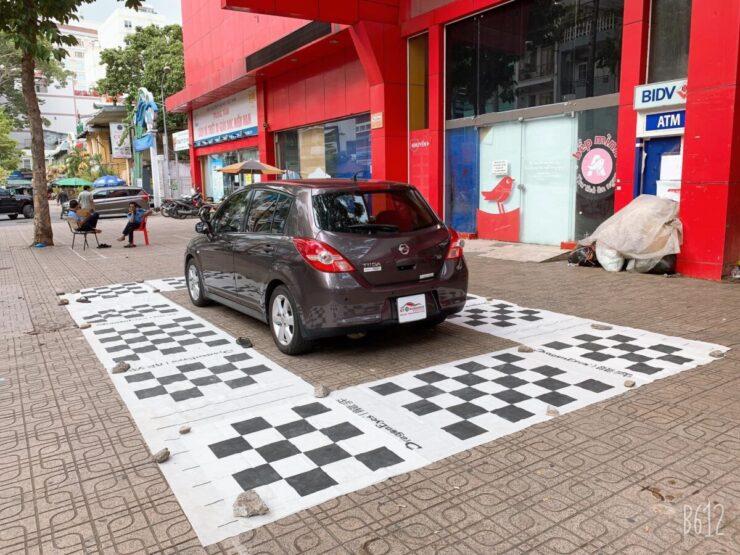 Cận cảnh chiếc xe Nissan Tiida đời đầu lắp camera 360