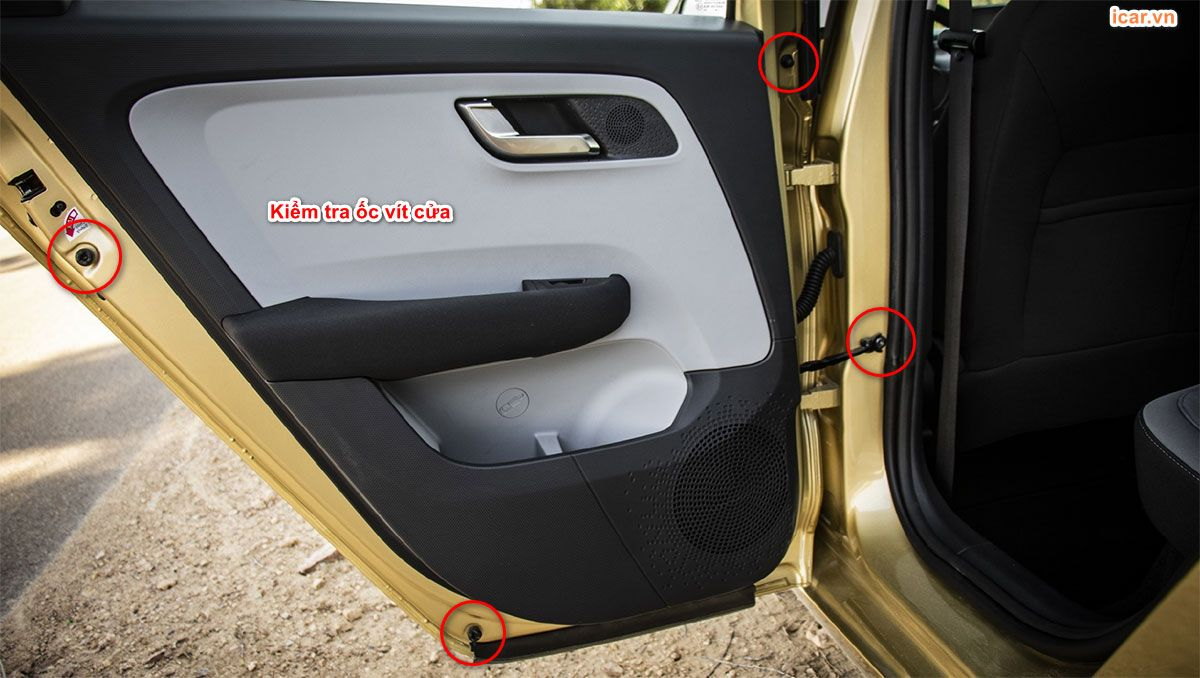 Kiểm tra ốc vít của xe ô tô cũ