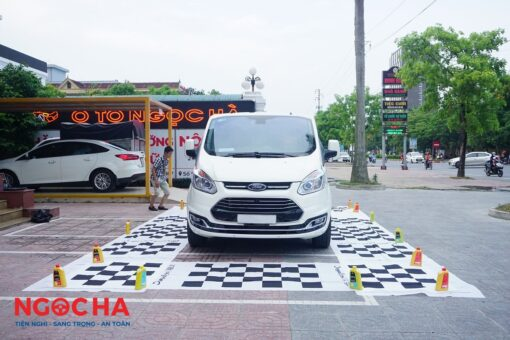 Xe Ford Tourneo lắp camera 360 tại Ngọc Hà - tp Vinh Nghệ An