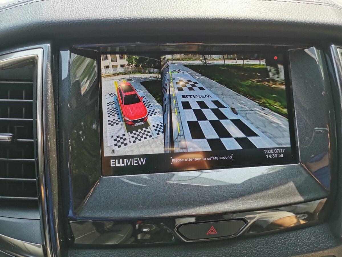 Camera 360 xe Ford Everest hiển thị lùi và xi nhan trái