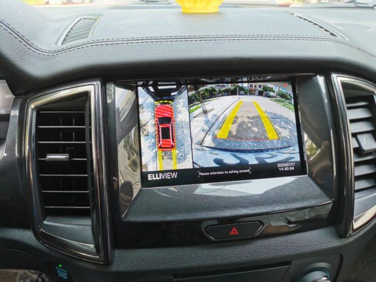Camera 360 xe Ford Everest hiển thị đánh lái lùi và cảm biến lùi hỗ trợ đỗ xe