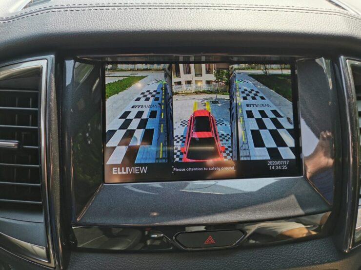 Camera 360 xe Ford Everest hiển thị lùi và bấm nút khẩn cấp