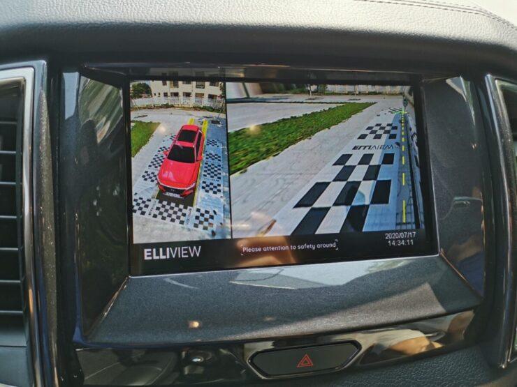 Camera 360 xe Ford Everest hiển thị lùi và xi nhan phải