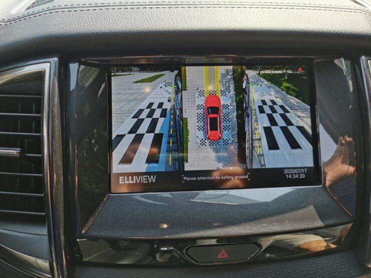 Camera 360 xe Ford Everest hiển thị đánh lái tiến và báo khẩn cấp