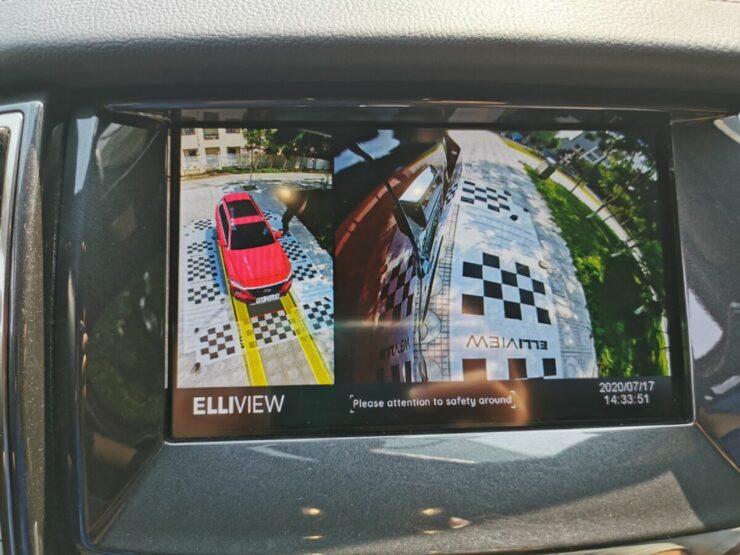 Camera 360 xe Ford Everest hiển thị đánh lái tiến và xi nhan phải