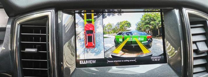 Camera hành trình 360 độ hiển thị được cảm biến hỗ trợ đỗ xe