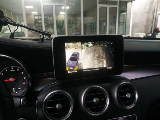 Mercedes GLC 300 tiến xem bánh trái trước