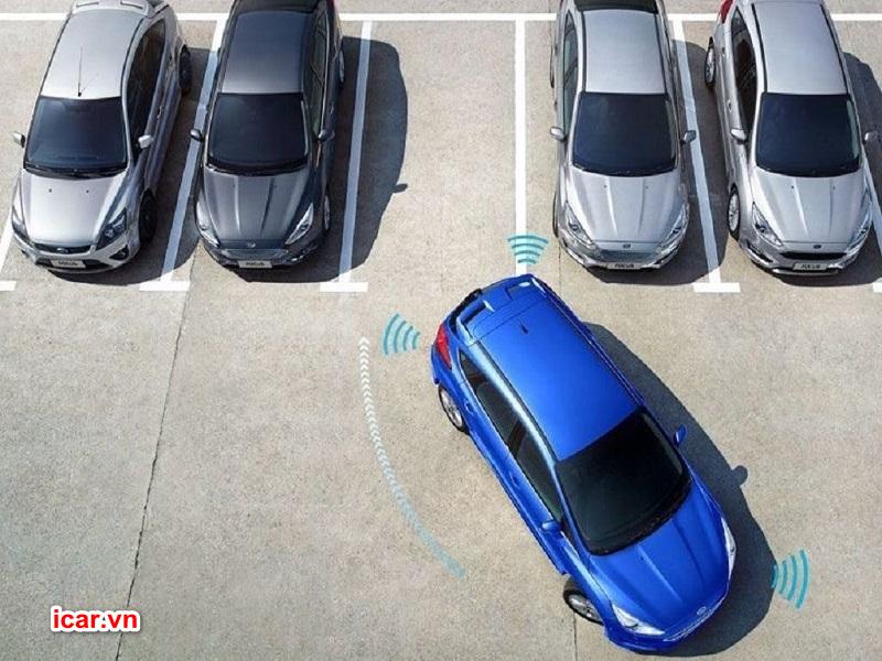 Người lái dễ dàng di chuyển xe nhờ sự hỗ trợ của camera 360