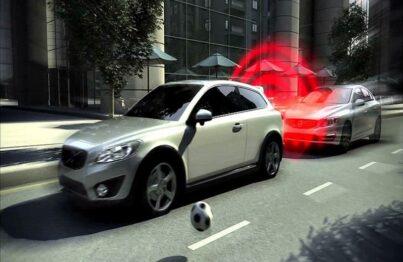 Các tình huống nguy hiểm có thể xảy ra trong quá trình điều khiển ô tô