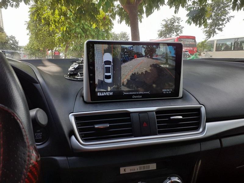 Màn hình DVD hiển thị hình ảnh sắc nét khi lắp đặt camera 360 Ellivew trên xe Mazda 3