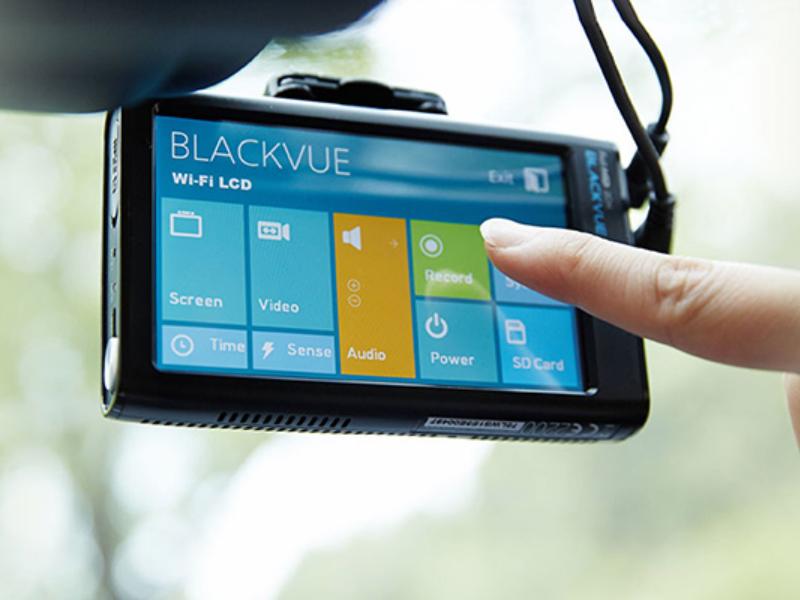 Camera Blackvue DR490L-2CH có màn hình thao tác mượt mà
