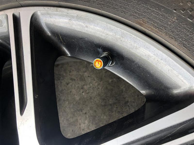 Van cảm biến áp suất lốp theo xe
