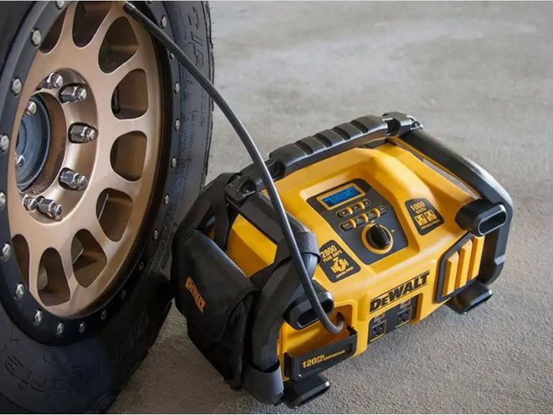 Bơm lốp ô tô mini với thiết kể nhỏ gọn, tiện dụng cho mọi tình huống khẩn cấp