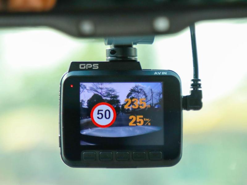 Camera hành trình cảnh báo tốc độ giúp lái xe an toàn