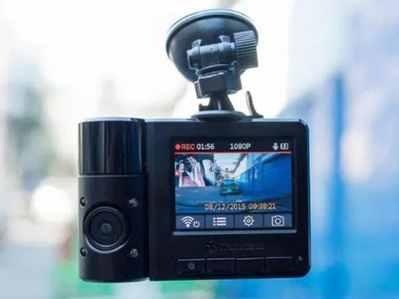 Camera hành trình cảnh báo tốc độ với nhiều tính năng thông minh
