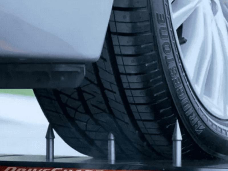 Xe sẽ không hề bị thủ lốp khi được trang bị công nghệ tráng lốp chống đinh