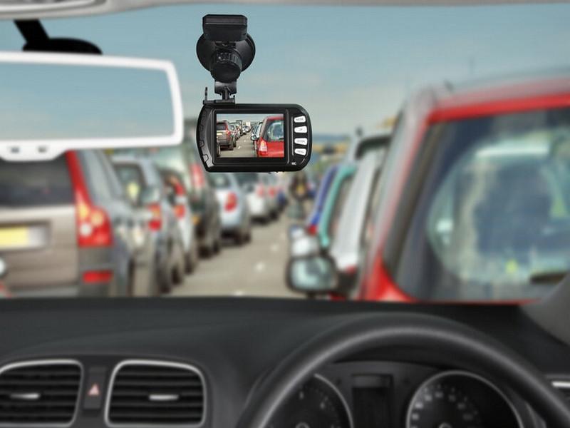 Camera hành trình có chức năng cảnh báo giao thông giúp lái xe thuận lợi