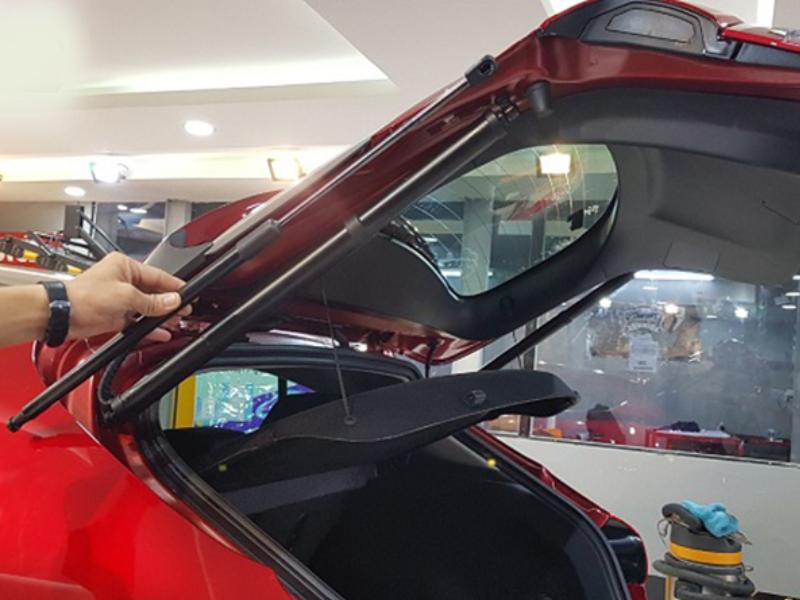 Cốp điện ô tô giúp việc đóng mở cốp một cách nhẹ nhàng