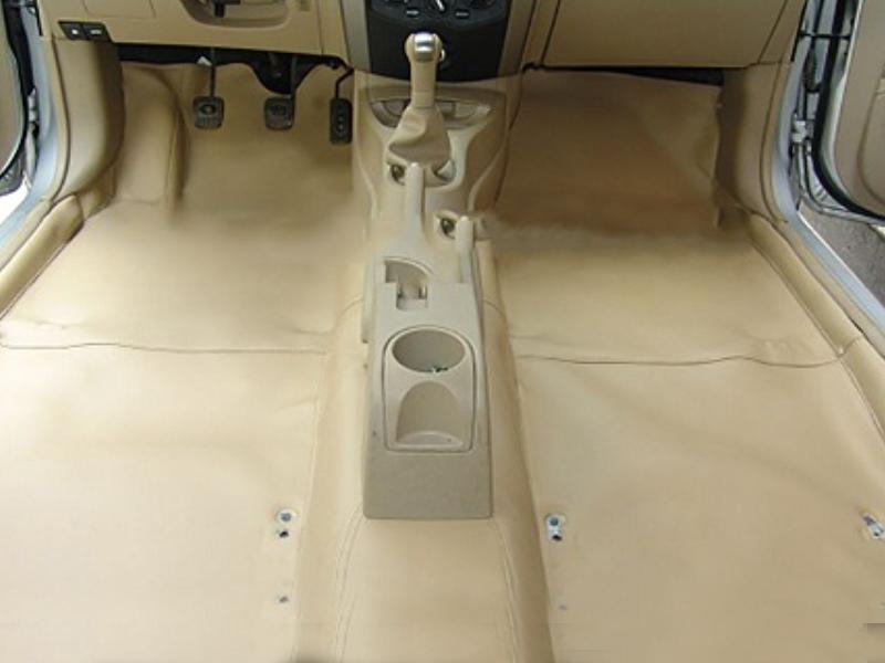Thảm trải da ô tô giúp bảo vệ sàn xe