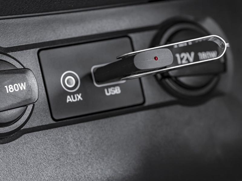 USB nghe nhạc trên ô tô thiết kế nhỏ gọn