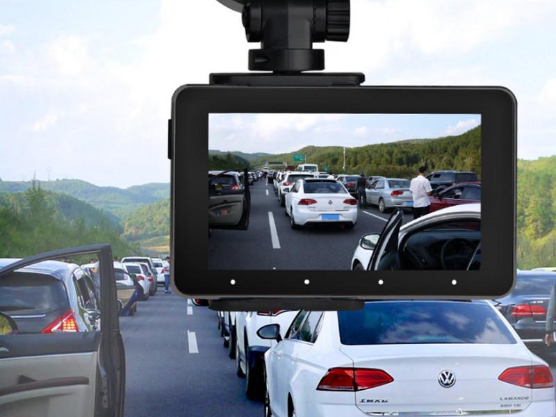 Camera hành trình sẽ cảnh báo tốc độ và mật độ giao thông