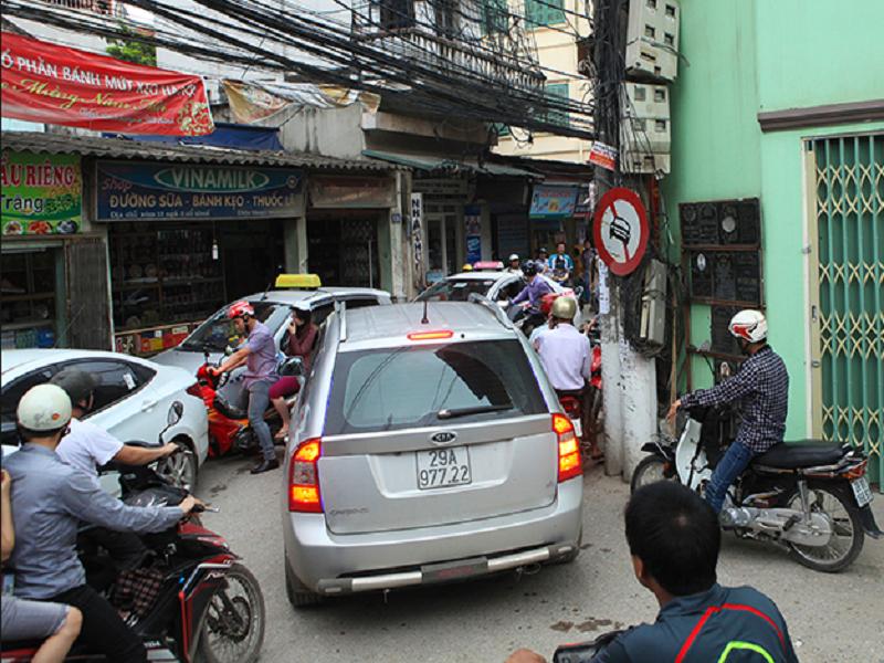 Sử dụng phụ kiện thông minh để lái xe an toàn hơn trong tình trạng giao thông phức tạp