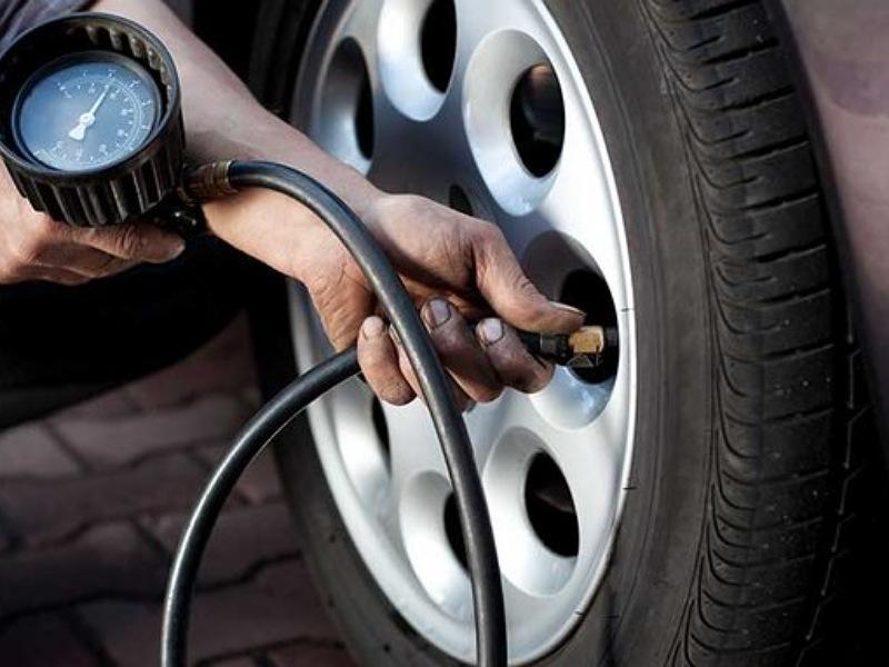 Dụng cụ chuyên dụng để theo dõi lượng áp suất tại lốp
