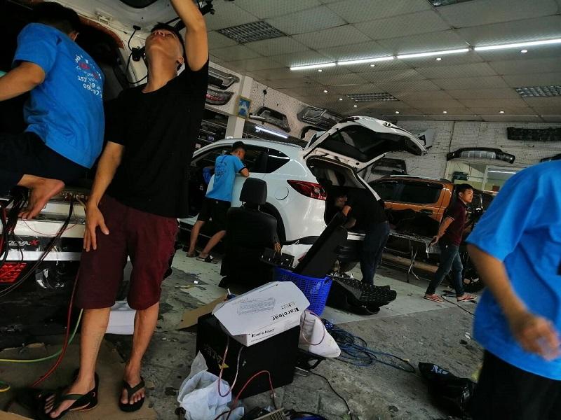 Tiếp cận đầy đủ các tình huống và các hãng ô tô trong quá trình học tập