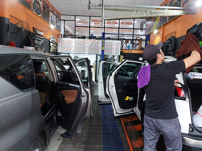 Nội thất ô tô Hoàng Long chuyên lắp đặt phụ kiện ngoại thất dành cho ô tô