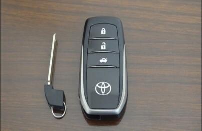 Chìa khóa thông minh Innova với 3 nút bấm cơ bản