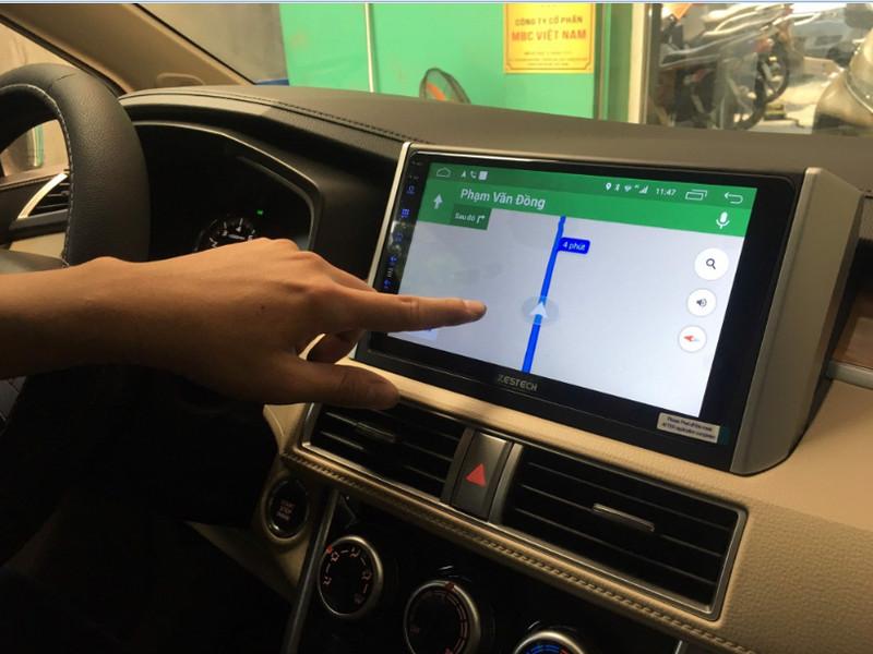 Màn hình Jet Tech thường tích hợp cả phần mềm chỉ đường giúp lái xe an toàn