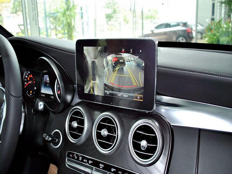 Camera 360 cho phép quan sát toàn cảnh xung quanh xe
